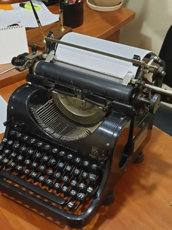 Продам печатную машинку Олимпия