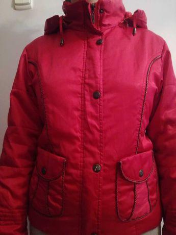 Курточка червоного кольору весняна для дитини віком 9-12 років