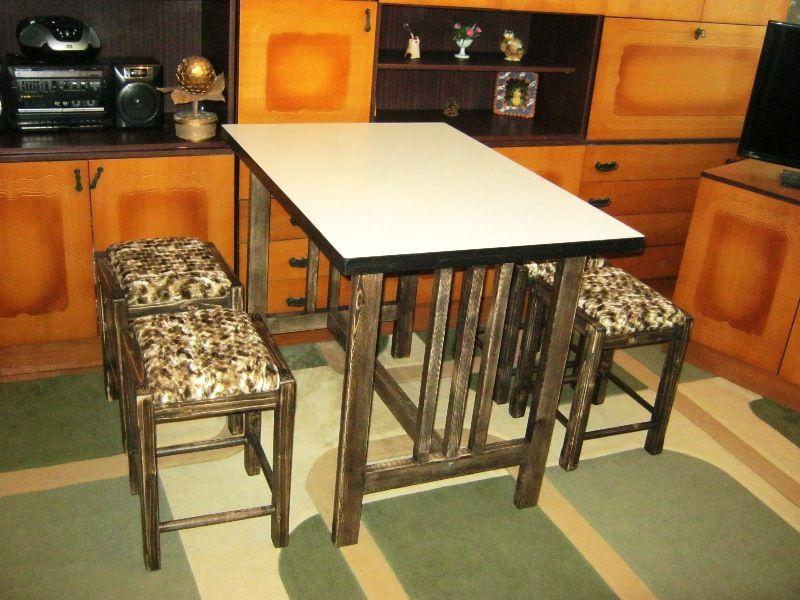 Комплект мебели для кухни.Стол+4 табурета. Светловодск - изображение 1