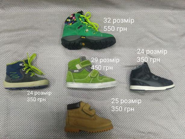 Дитячі черевички, кросівки