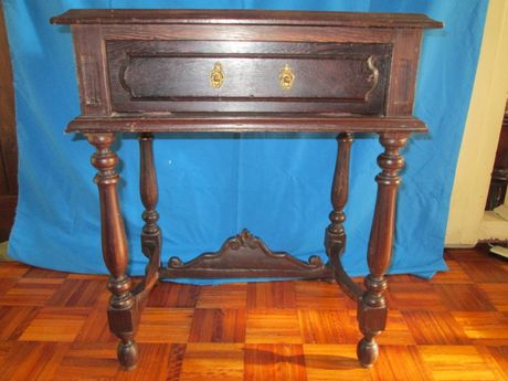 Mesa de cabeceira antiga