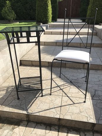 Kuty czarny stolik i krzesło w bardzo dobrym stanie komplet