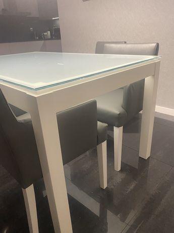 Mesa de cozinha lacada branca com tampo em vidro branco fosco