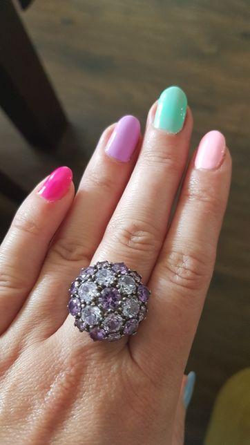 Srebrny pierścionek z lawendowymi cyrkoniami roz. 18-19