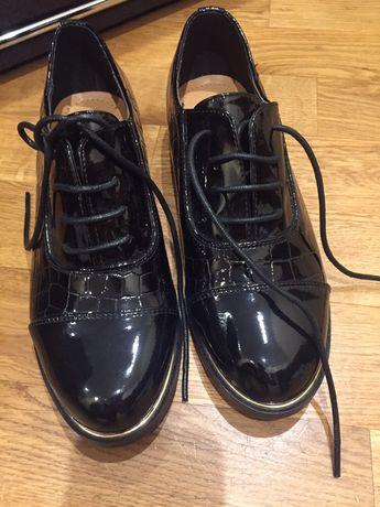 Туфли на девочку 36 на 35 размер