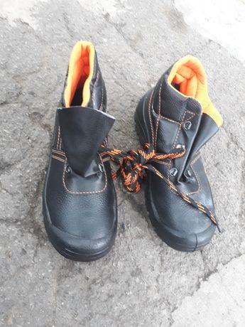 Продам мужские рабочие ботинки