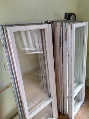 Oddam okna drewniane w rozbiórki.