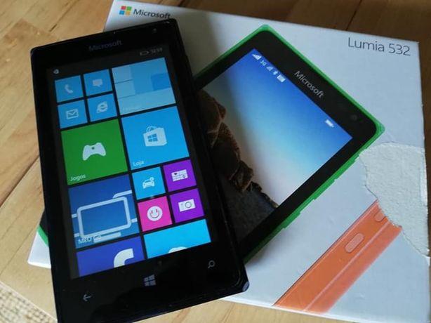 Telemóvel Nokia e cartão de memória