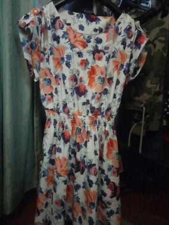 Продаю 2 летних платья