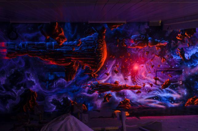 Рисунок на стене. Светящаяся роспись стен. Яркие рисунки в интерьере.