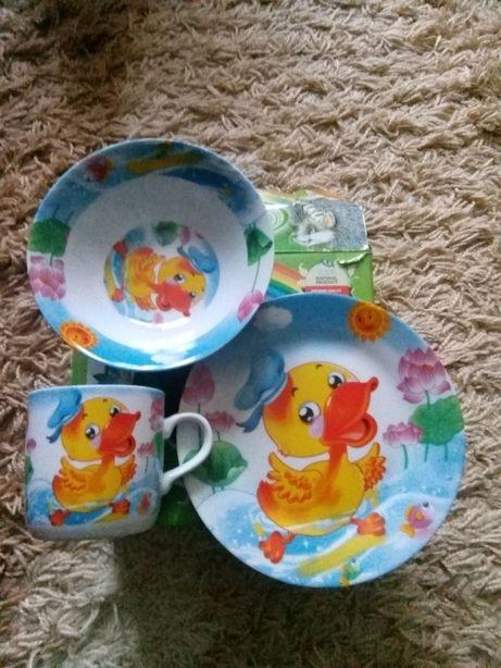 Красивый набор детской посуды