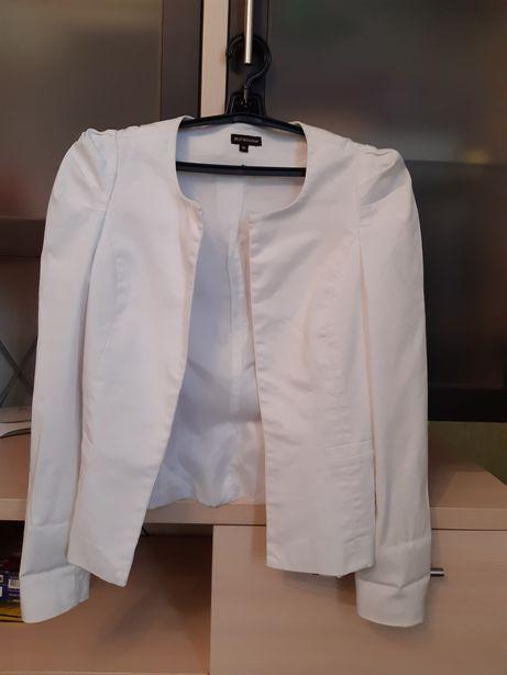 Белий пиджак