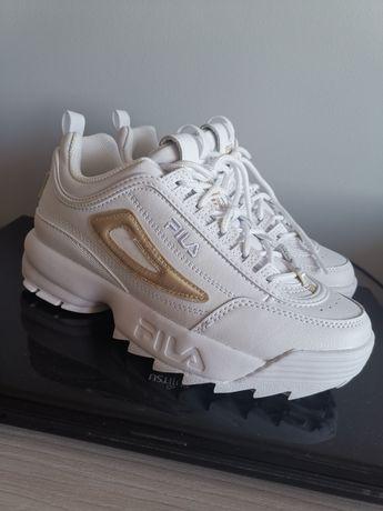 Białe buty FILA.