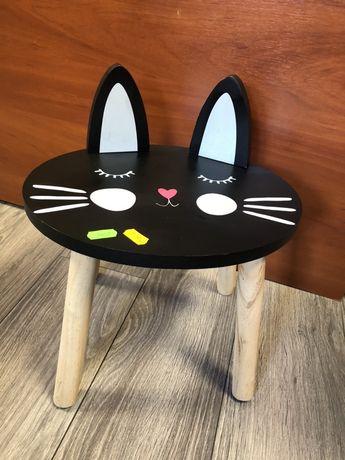 Krzesełko czarne kotek
