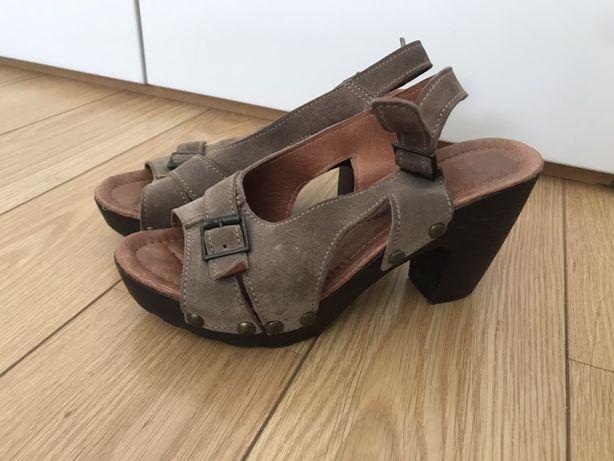 Sandálias em pele (37/38) pouco usadas