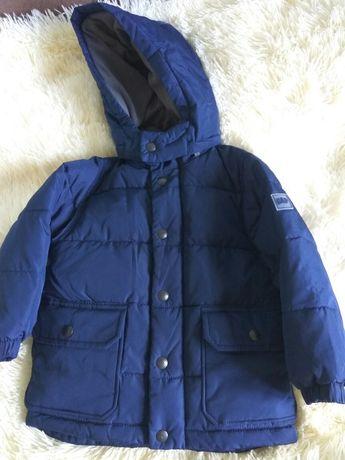 Курточка зимняя очень хорошего бренда Gap , очень лёгкая и тёплая !