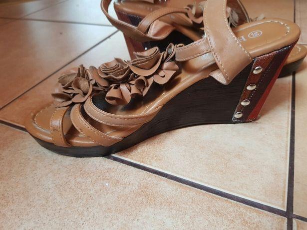 Buty na koturnie r38