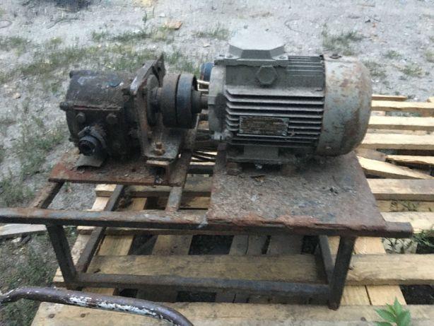Электродвигатель асинхронный 380V с насосом