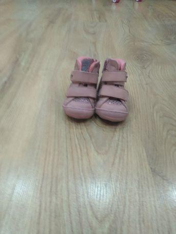 sprzedam buty dzieciece