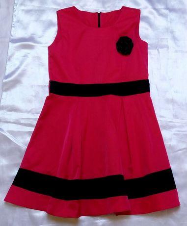Elegancka sukienka z kwiatem malinowa 158