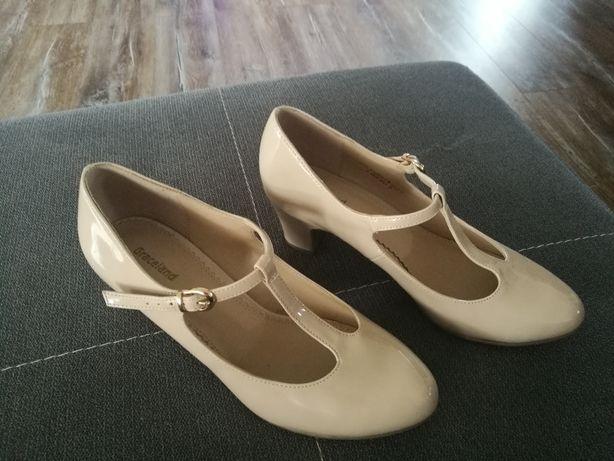 Buty na małym obcasie 38