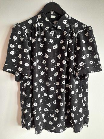 Blusa Vintage anos 90, preta com flores brancas. Tamanho M