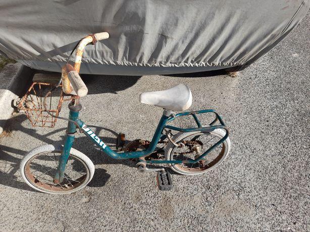 BMX e outras bicicletas antigas para restauro