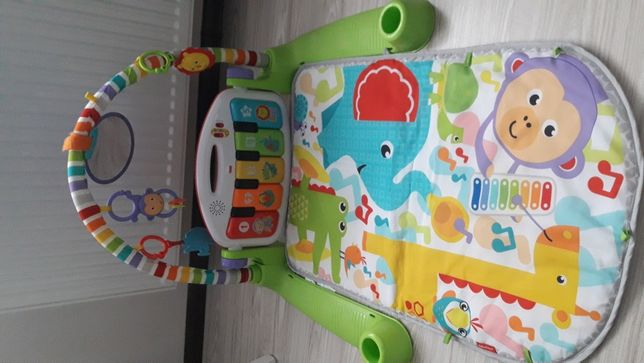 Mata Fisher Price z pianinkiem