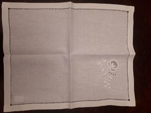Serwetki lniane ręcznie haftowane 57x47 - likwidacja sklepu