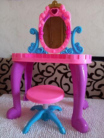 Столик для дівчинки