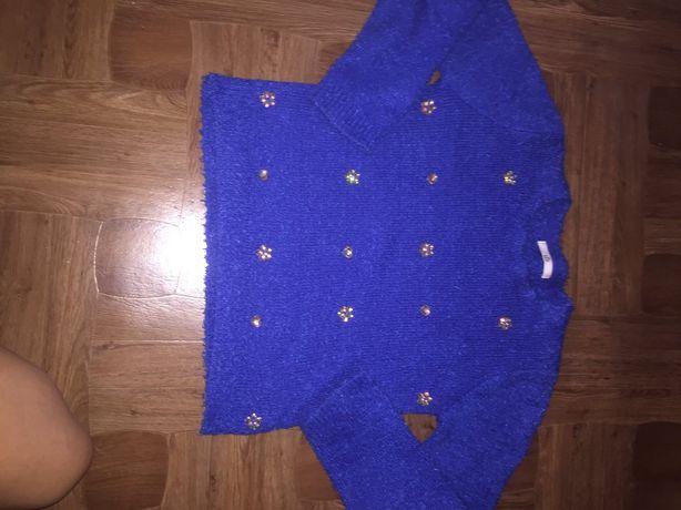 Синий свитер с камнями