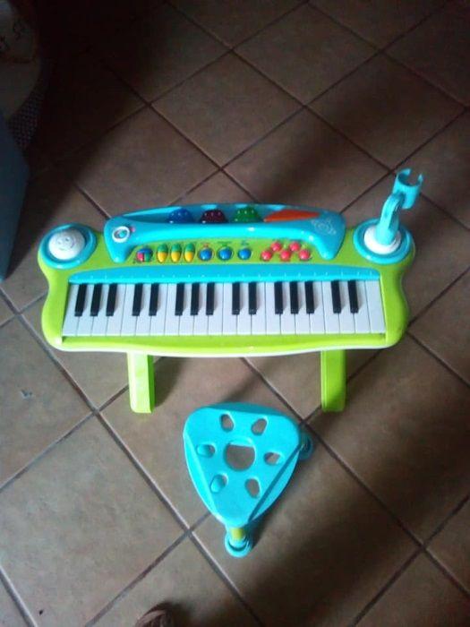 Piano musical e banco Vale De Santiago - imagem 1