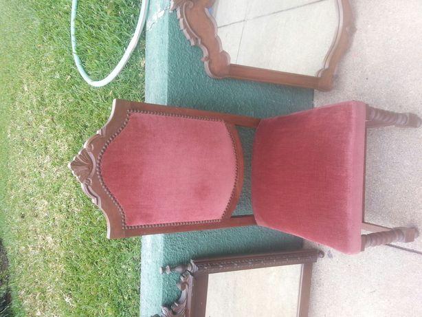 Vendo cadeira antiga em bom estado