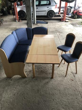 Narożnik kuchenny i stół rozkładany + dwa krzesła