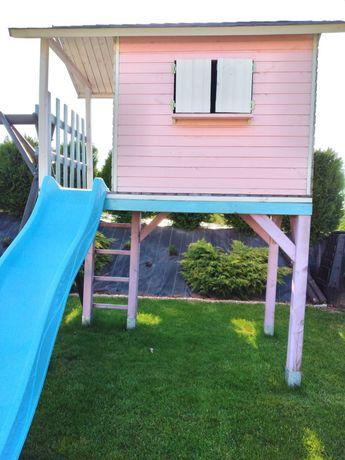Domek dla dzieci ze ślizgiem