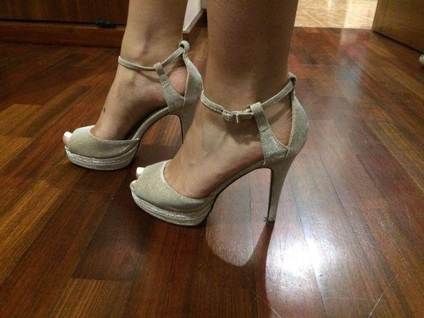 Sapatos usados uma vez