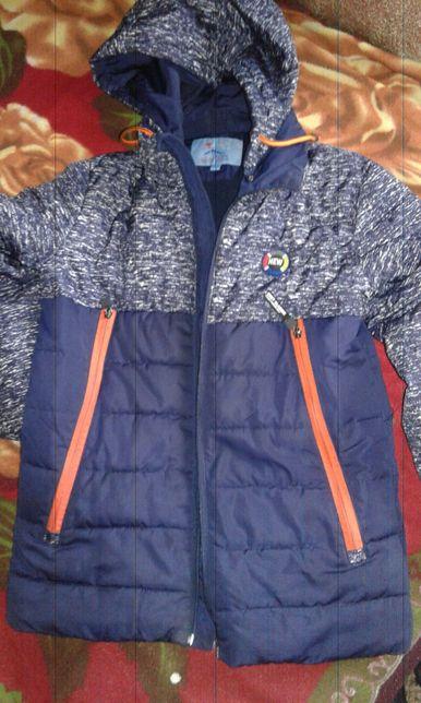 Демисезонная куртка 128-134-140-146.Отличное состояние,холофайбер