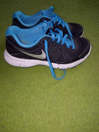 Nike revolution 35,5