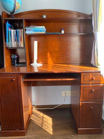 Рабочий стол из натурального дерева