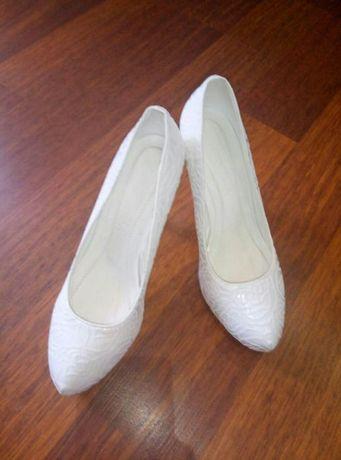 Свадебные туфли, очень удобный каблук