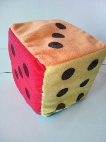 Dados coloridos em tecido e esponja