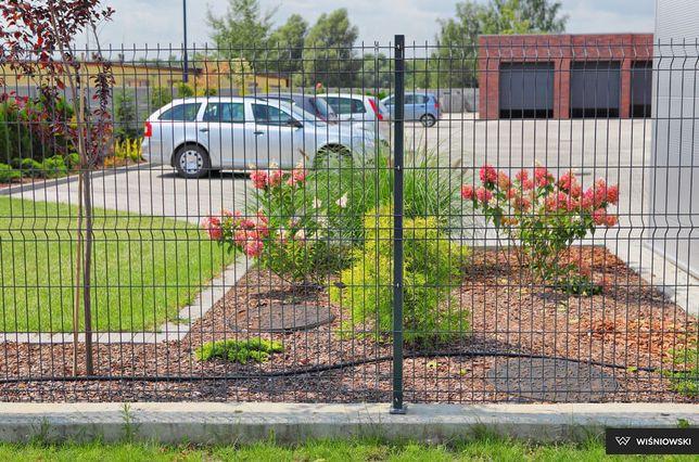 Siatka ogrodzenie panelowe ze słupkiem podmurówką płot antracyt