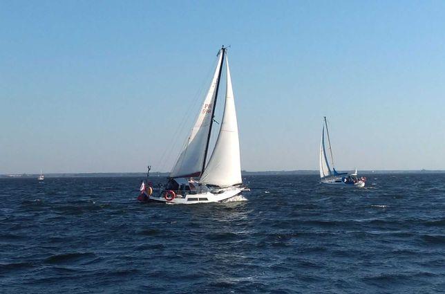 Jacht żaglowy, morski