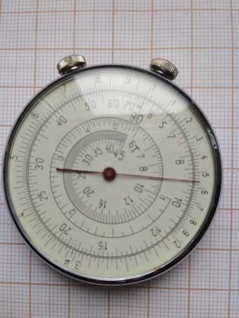 Wiekowy, radziecki okrągły suwak logarytmiczny do obliczeń matematycz