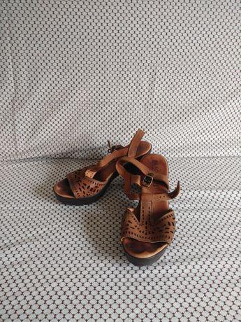 Sapatos/ Sandália 37