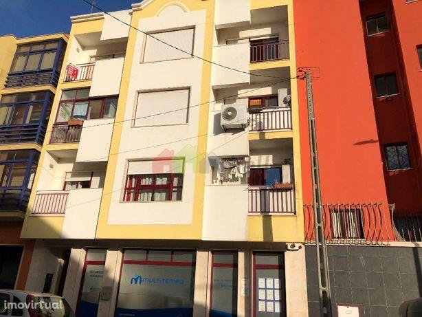 Apartamento T3, 3º andar com Elevador e Arrecadação, Barreiro