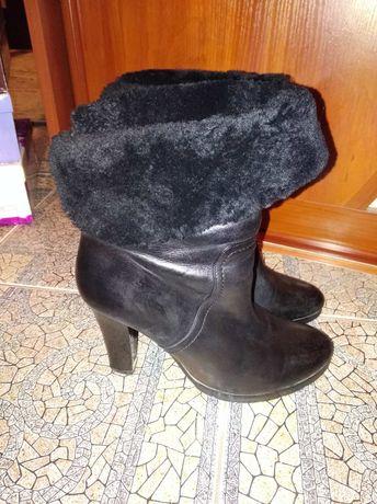 Шкіряні чобітки (черевички)