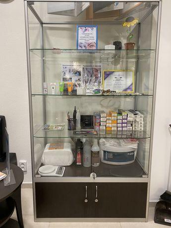 Стеклянный шкаф,витрина,оборудование для салонов ,магазинов