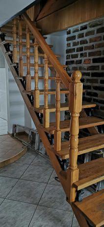 Schody drewniane piękne plus balustrada