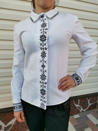 Вишита лянна блузка